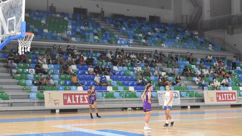 Más aficionados en un encuentro de Primera Nacional que en Liga Femenina
