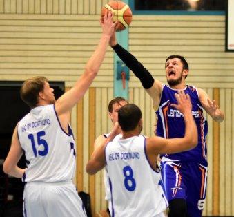 Gegen den ASC Dortmund gelang den Baskets (hier mit Semir Albinovic) der zweite Saisonsieg. - Foto: Krüger /Lüdenscheider Nachrichten