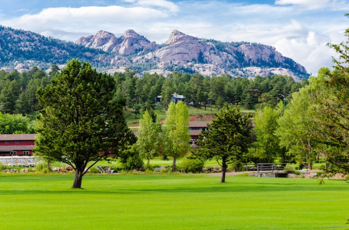 A Weekend Guide to Estes Park hotels, and Awesome Things To Do