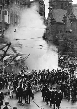 Smokebomb at wedding of Dutch Queen Beatrix