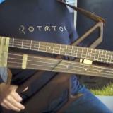 フレットあり仕様とフレットレス仕様が合体したベース「rotator」