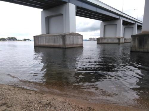 琵琶湖大橋西詰、橋げた