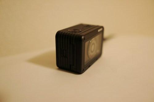 ソニーのデジカメDSC-RX0、斜め横