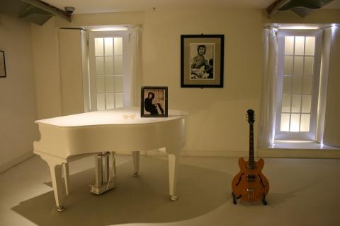 ギターとピアノ。始めるならどっち?!