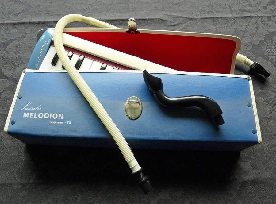 Suzuki Melodion, case, mouthpieces, vintage instrument, soprano melodica,