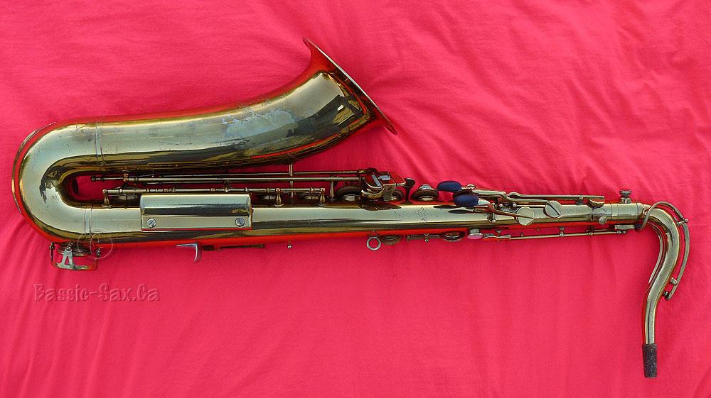 tenor saxophone, De Villiers, gold lacquer, red background, Dörfler & Jörka