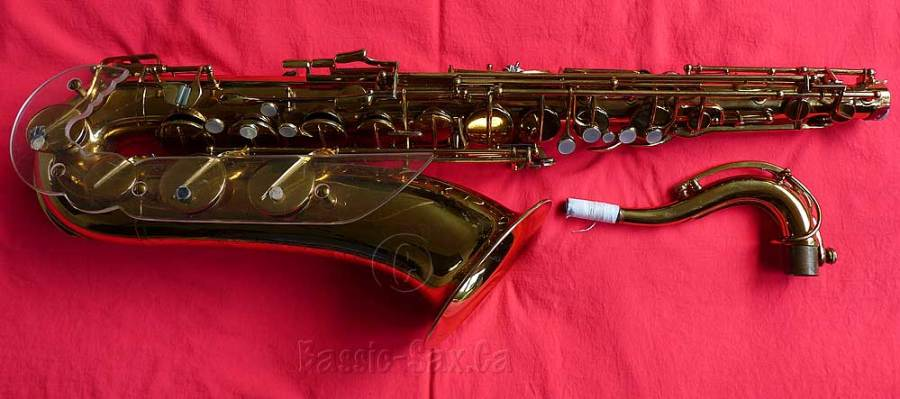Jubilee tenor saxophone, tenor sax, Julius Keilwerth, stencil saxophone, Toneking, gold lacquer, red cloth, sax neck