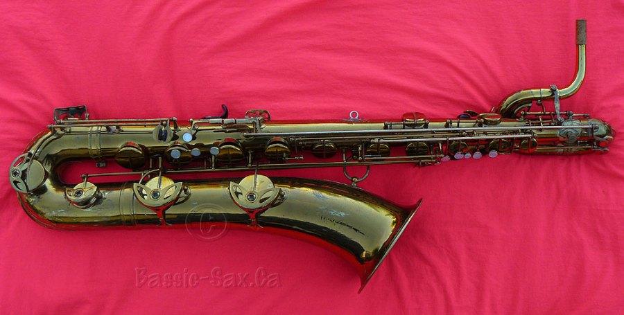baritone saxophone, Selmer Mark VI, red cloth, gold lacquer sax