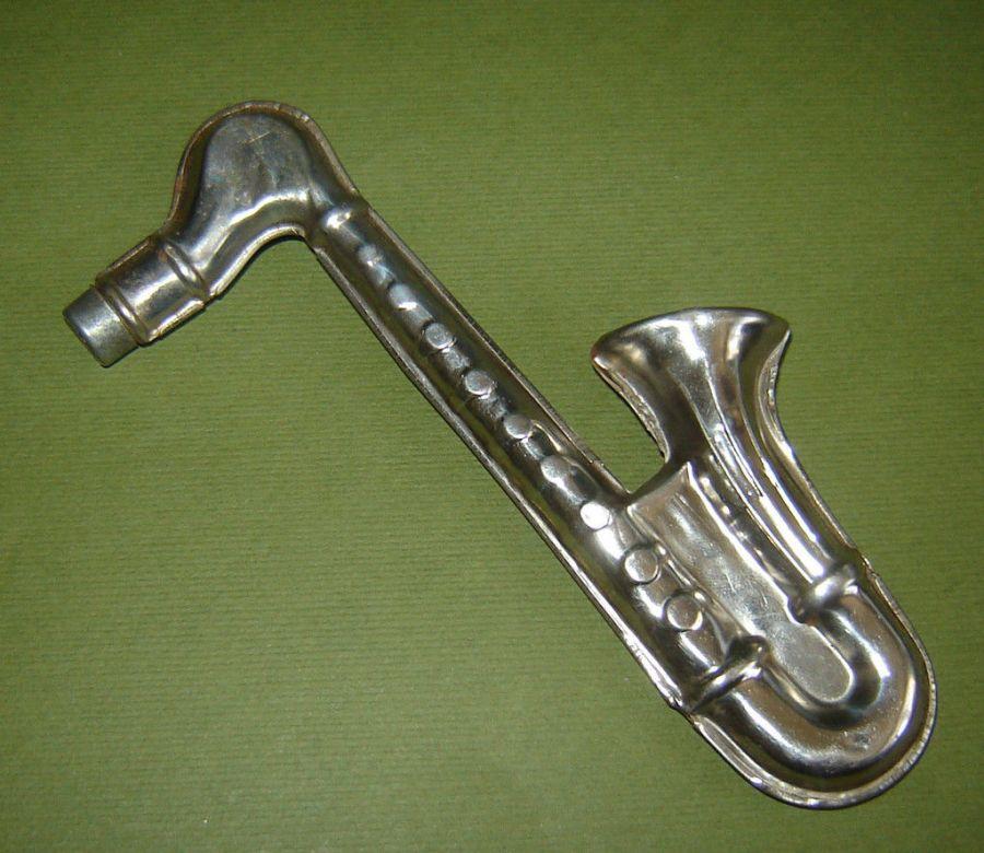 German kazoo, tin instrument, saxophone-shaped kazoo, sax-shaped tin toy