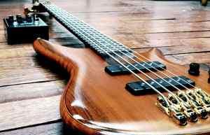 Comment choisir ses cordes de guitare basse