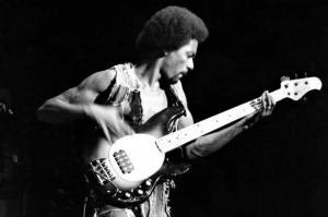 louis johnson guitare basse music man stingray