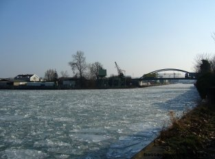Kanalhafen und Petroleumhafen