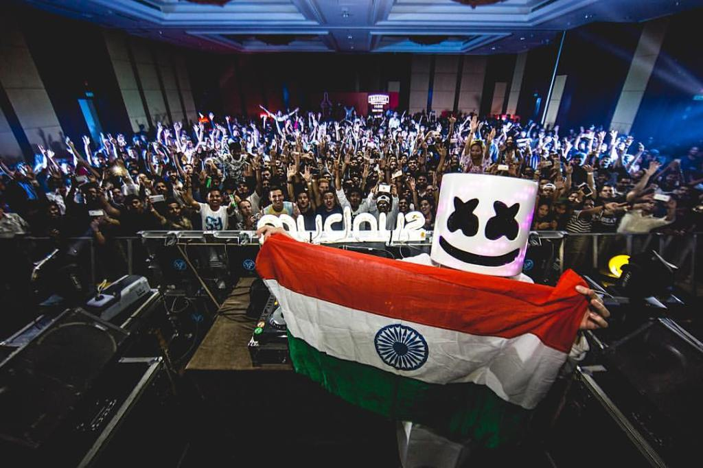 about bass stud Marshmello playing in Sunburn