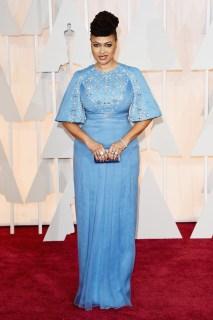 """Ava DuVernay in Prada. La regista di """"Selma - La strada per la felicità"""" ha una carnagione che si adatta a quasi ogni nuance (un po' come Lupita Nyong'o). Che invidia! La scelta di questo azzurro mi piace, le illumina moltissimo l'incarnato."""