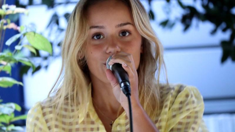 Ilo chante au Mathuzar de Valence Sud