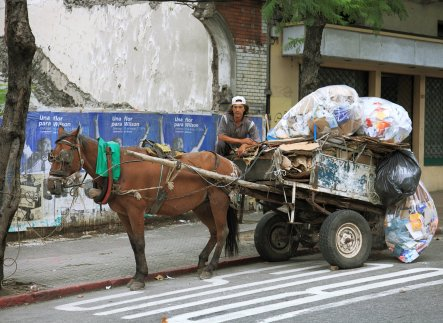 Formó parte de un tríptico homenaje a los recicladores de Uruguay durante la exposición de RUS Montevideo, de Basurama.