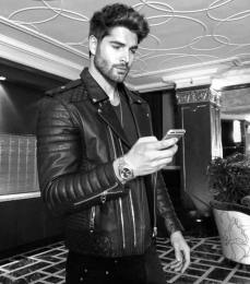 The Nick Bateman app is now Live! I will be doing a Q & A for over the next few hours then Bringing you Live to the Gym with me for a workout! See you guys soon 😉 https://appsto.re/us/uJrmcb.i