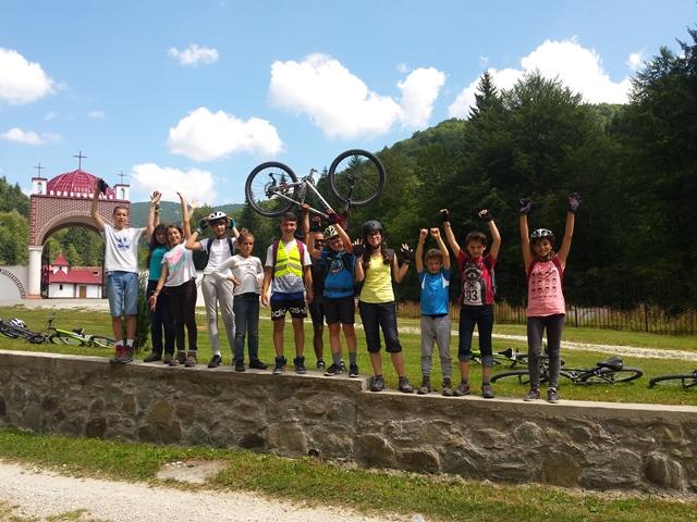 tabere_cicloturism_batesaua_biciclete_in_aer