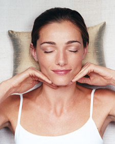 Diy facial massage bath and body whole living has a great tutorial on do it yourself facial massage techniques facial massage is a good way to stimulate circulation and get rid of solutioingenieria Image collections