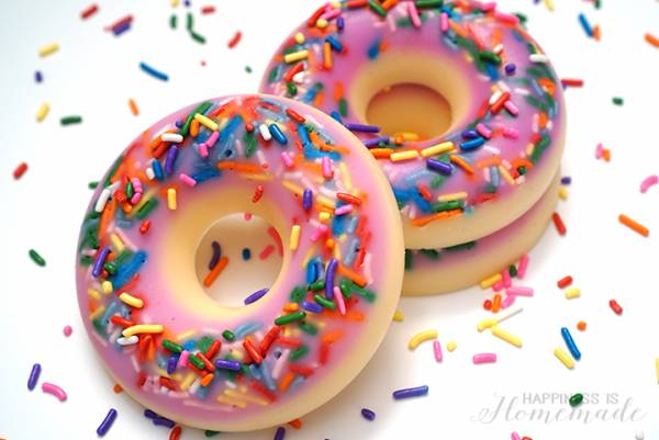 make-your-own-diy-donut-shaped-and-scented-soap