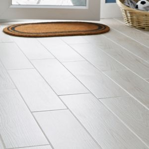 Arrezo White Matt Wood effect Porcelain Floor tile Pack of 14 (L)600mm (W)150mm