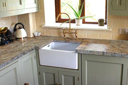 a bathtub refinishing resurfacing