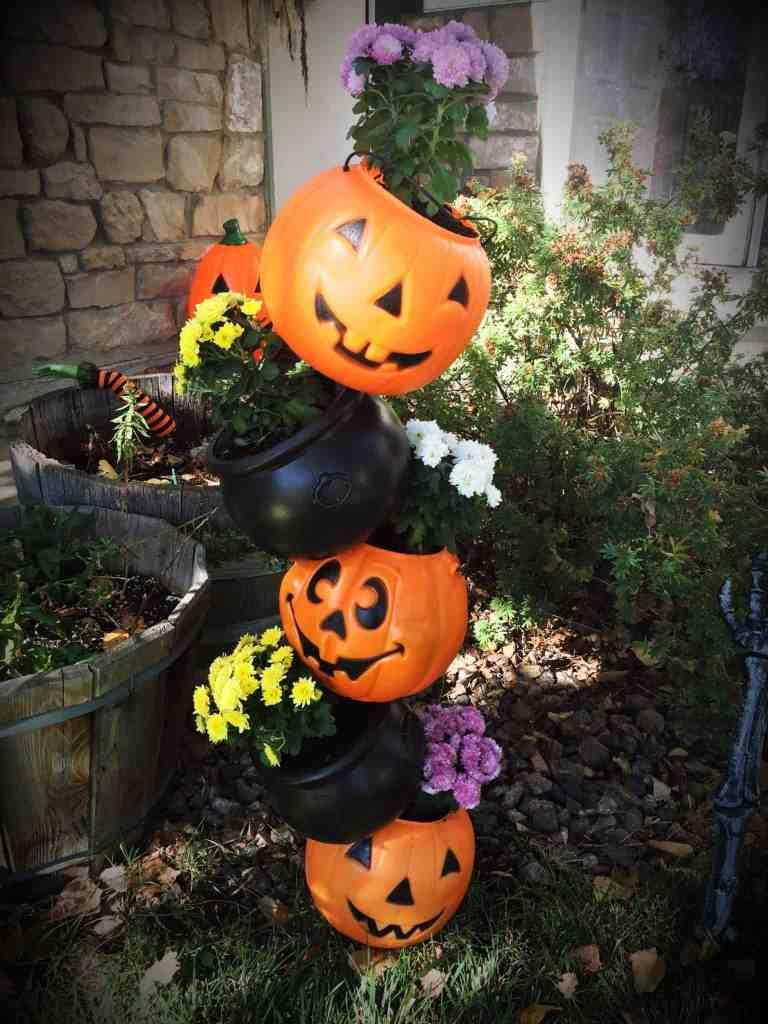 Halloween tipsy pot planter. Awesome Halloween party DIY ideas