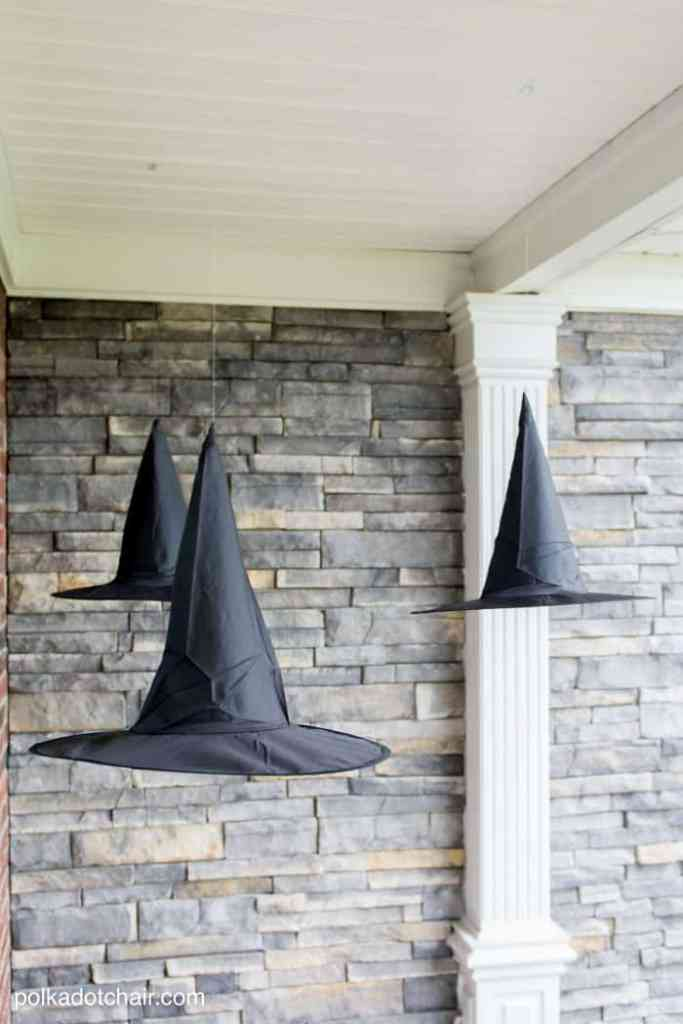 Decorate with these amazing DIY Halloween party ideas.