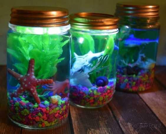Glowing kids mason jar aquarium.