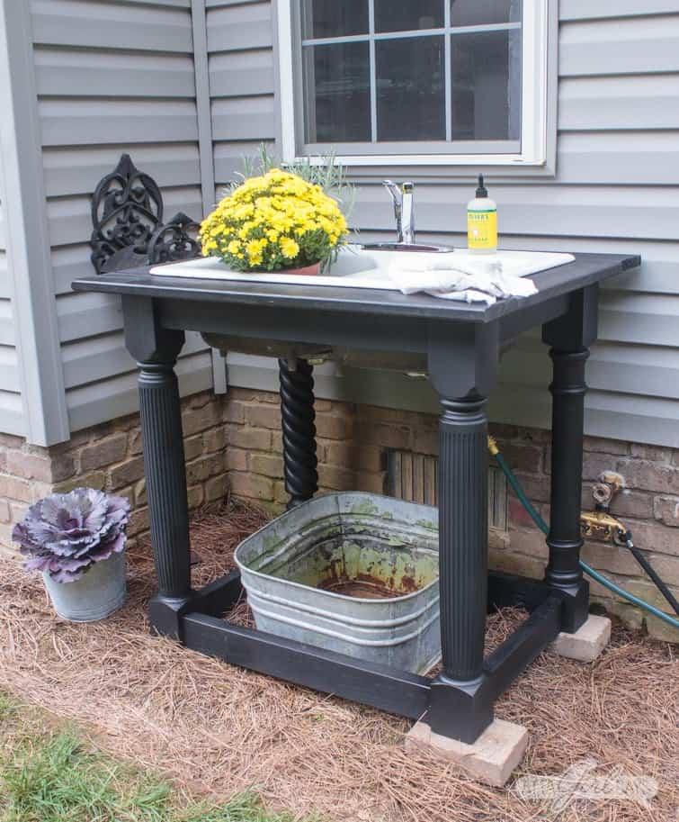 Build a farmhouse sink in your backyard using a hose splicer.