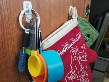 How to organize your cupboards with little hangers