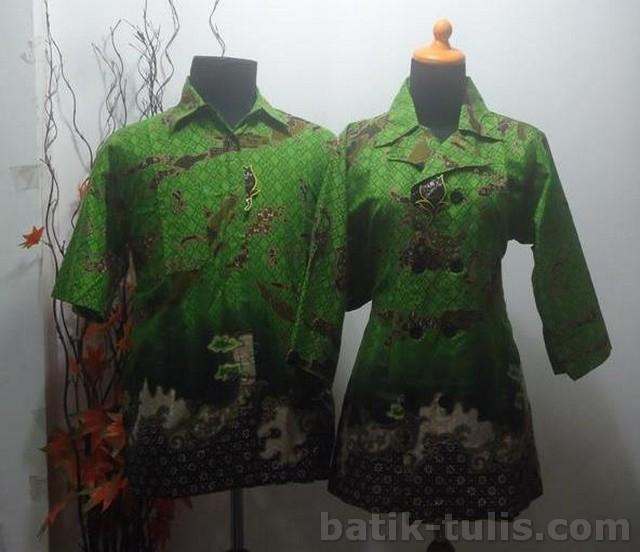 batik sarimbit blouse hijau