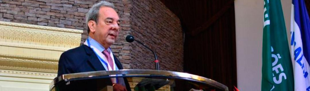Pastor Oliveira de Araújo desce 19 andares após desabamento