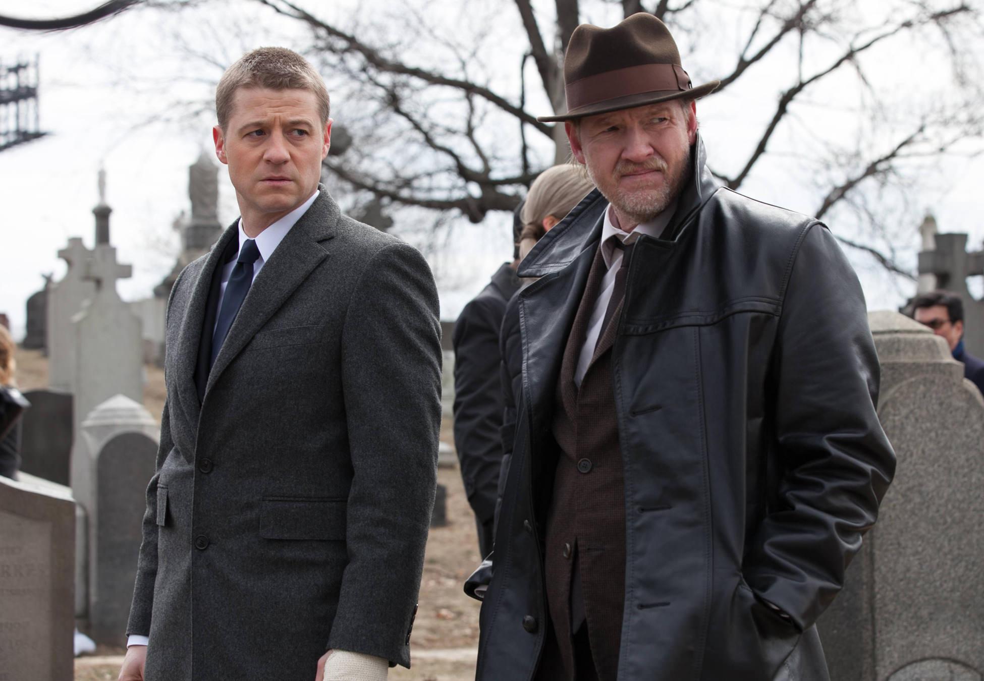 Gotham_pilot_Gotham_Cemetery_0498