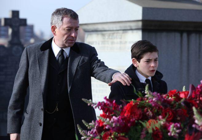 Gotham_pilot_Gotham_Cemetery_0717_mini