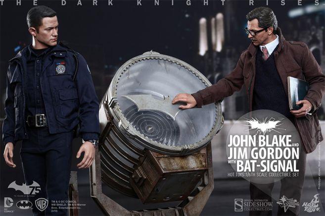 902303-john-blake-and-jim-gordon-with-bat-signal-003