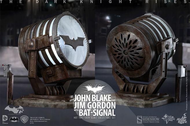 902303-john-blake-and-jim-gordon-with-bat-signal-009