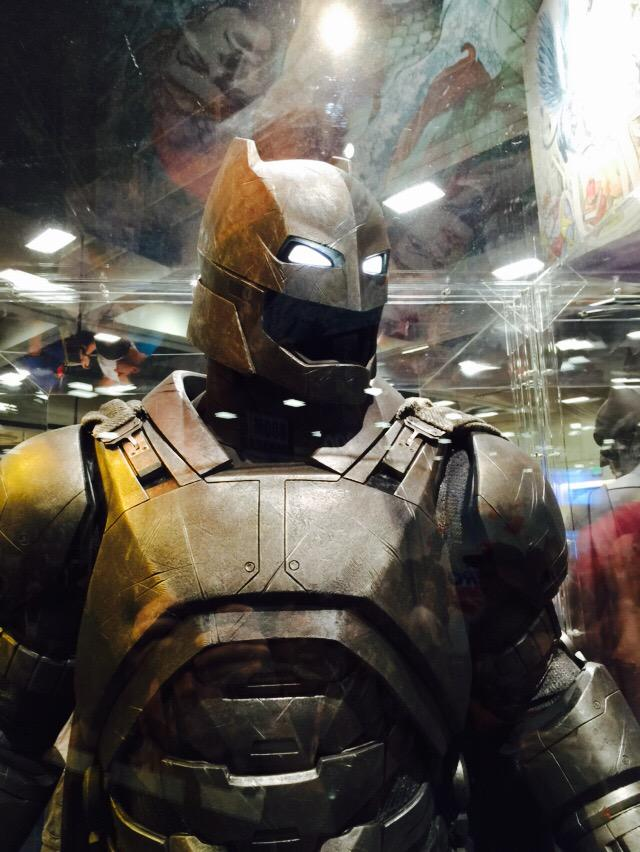 Get A Closer Look At Batman S Armored Suit From Batman V