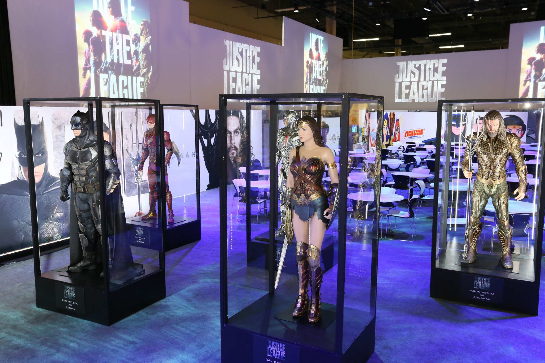 Get Up Close With Batman S New Justice League Batsuit