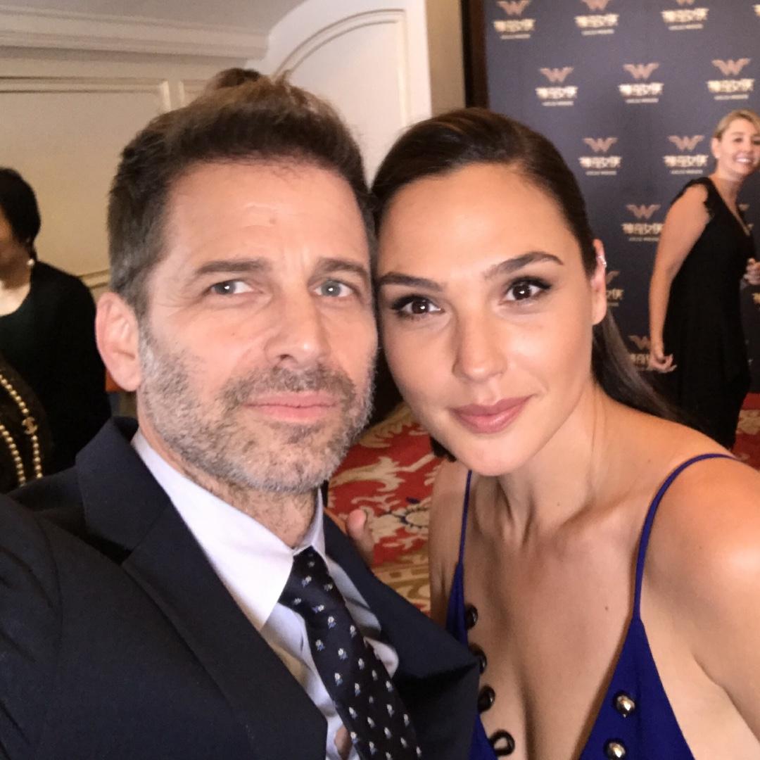 Zack Snyder Gal Gadot Wonder Woman China