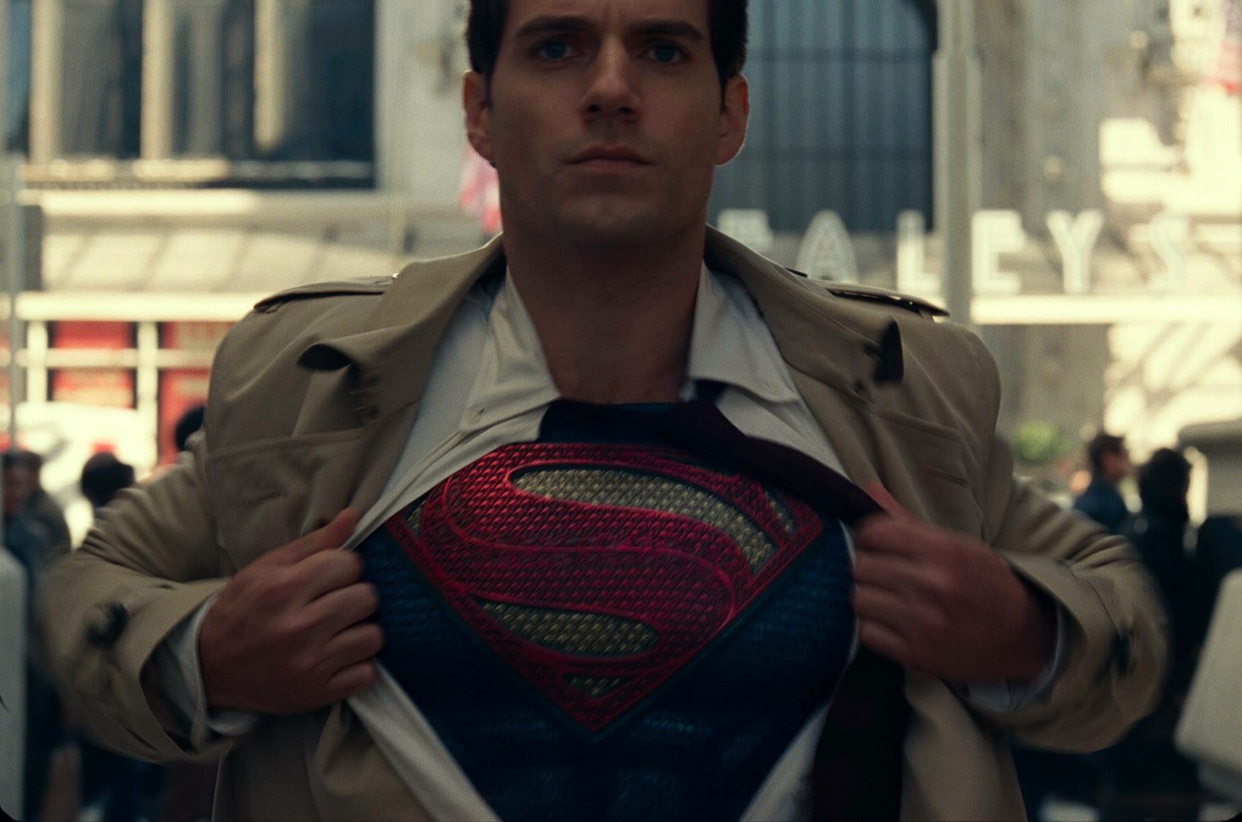 Henry Cavill On His DC Contract And MAN OF STEEL 2