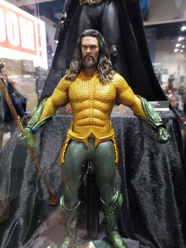 aquaman-sideshow-toy-original-costume-2-e1531944126225