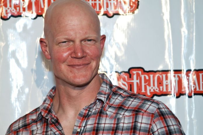 'Friday the 13th' star Derek Mears to play Swamp Thing on ...