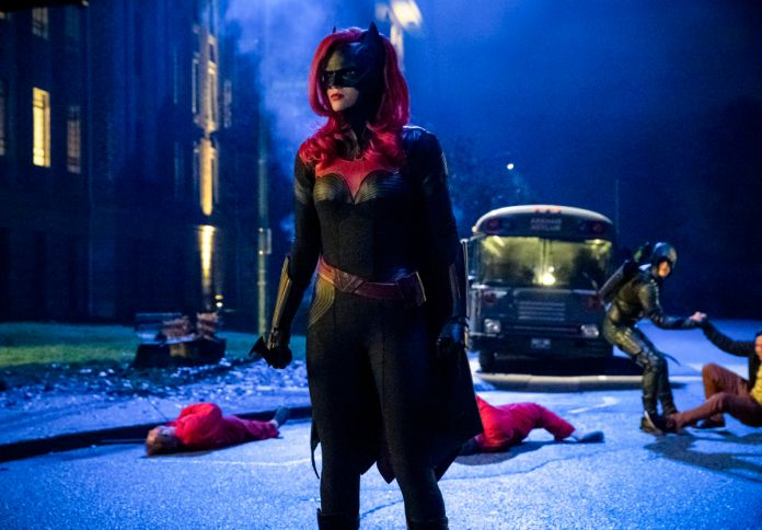 """Arrow S07E09: """"Elseworlds, Part 2"""" – synopsis, photos, and"""