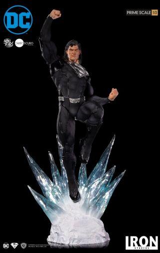 Iron Studios - DC Comics - Superman - Black Suit - 02