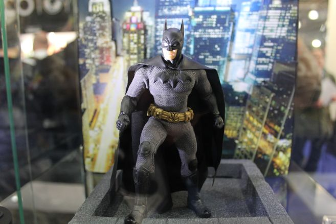 Mezco - One 12 - Toy Fair 2019 - Soverign Knight Batman - 01