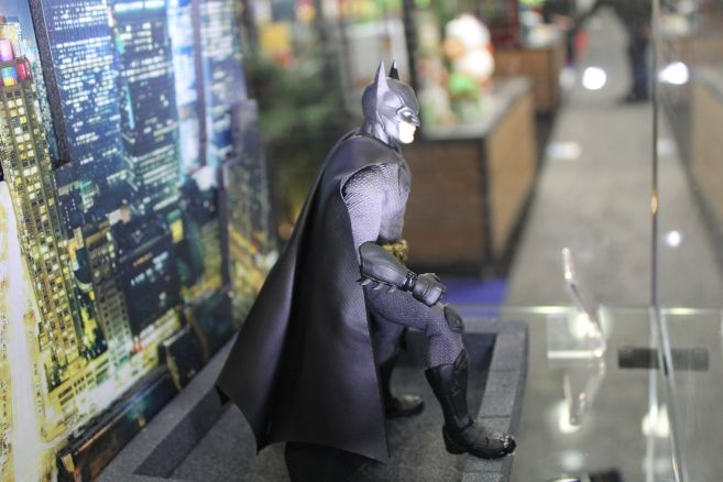 Mezco - One 12 - Toy Fair 2019 - Soverign Knight Batman - 03