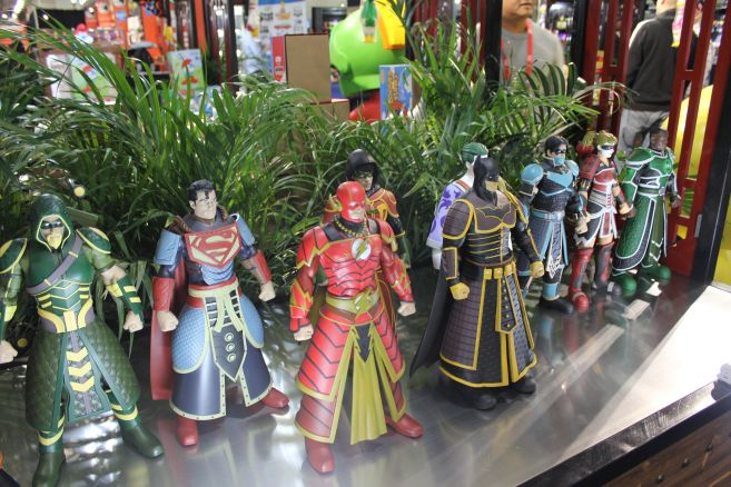 Poplife - Toy Fair 2019 - DC Armor Figures - 11