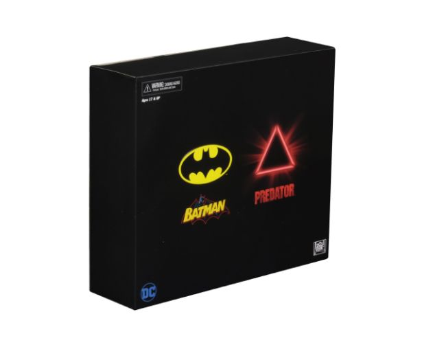 NECA - 2019 Convention Exclusives - Batman vs Predator 2-Pack - 03