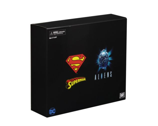 NECA - 2019 Convention Exclusives - Superman vs Alien 2-Pack - 05